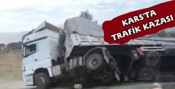 Kars'ta Saman Yüklü Tır Kaza Yaptı