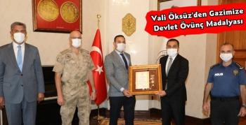 Vali Öksüz'den Gazimize Devlet Övünç Madalyası ve Beratı